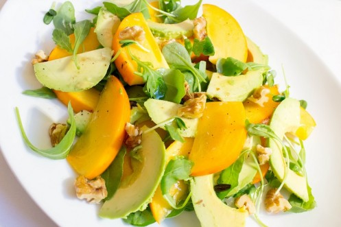 Avokado- og sharonsalat med limedressing