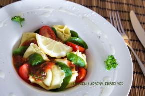 Kald tortellini med kjølende tomatsaus og spinat