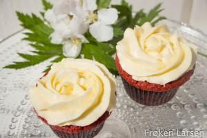 Red velvet cupcakes med cream cheese frosting